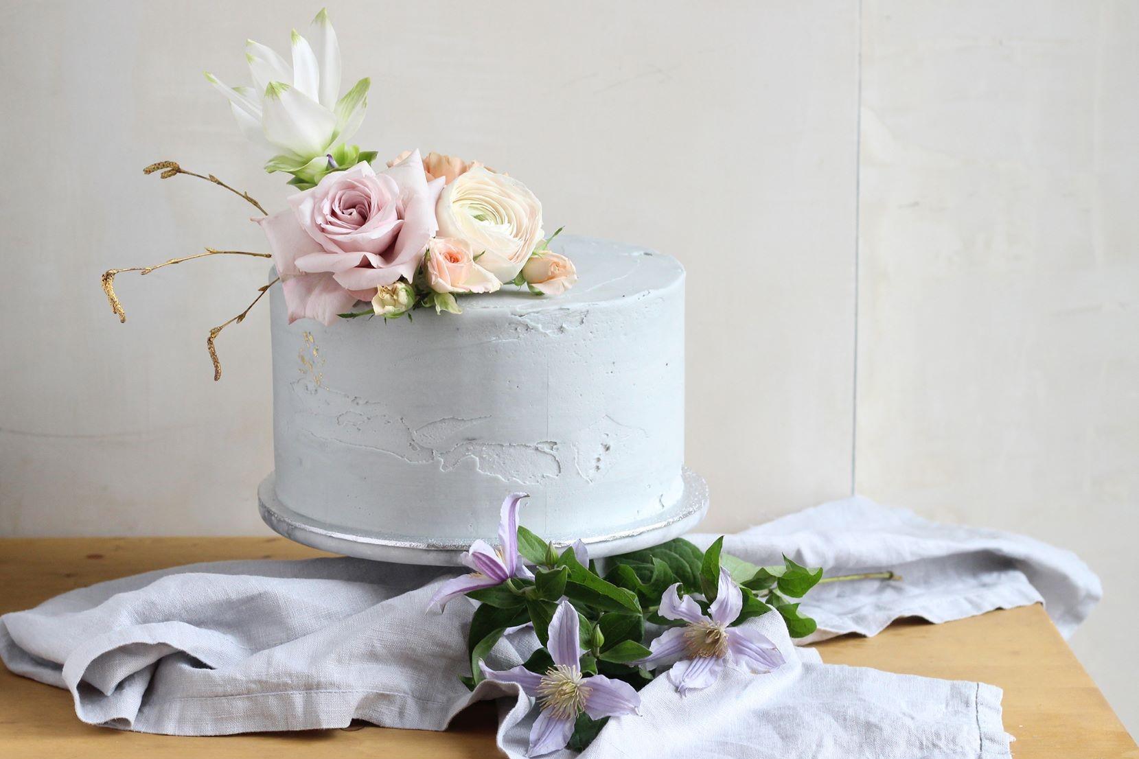 Cake bright